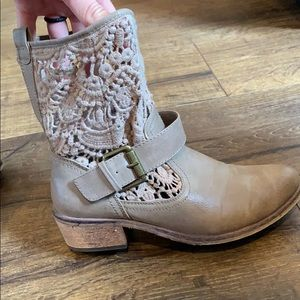 Half boot